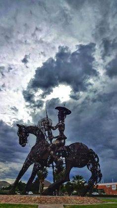 Monumento de metal el quijote.