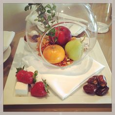 Welcome amenities at Hotel Bel-Air. Fresh fruit, dates and marshmallows. Wonderful!