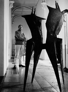 Jorge Lewinski has been photographing artists since the early and is now considered one of the foremost photographers of artists in Britain. Geometric Sculpture, Abstract Sculpture, Wood Sculpture, Wire Sculptures, Sculpture Ideas, Bronze Sculpture, Lynn Chadwick, Portraits, Louise Bourgeois