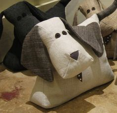 cale porte - Cute Dog Doorstops - would love to make one of these! Dog Crafts, Cute Crafts, Diy And Crafts, Arts And Crafts, Sewing Toys, Sewing Crafts, Sewing Projects, Fabric Toys, Fabric Crafts