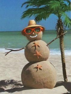 Tropical Beach Sand Snowman ~ wouldn't that b a Sandman? Beach Christmas, Coastal Christmas, Christmas Snowman, Tropical Christmas, Christmas Florida, Merry Christmas, Florida Holiday, Holiday Beach, Christmas Island