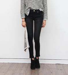 Cropped jeans with booties