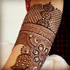 #ssabakhan#khanssaba#Mehendibyssabakhan#traditionaltattoos #traditionalwedding #mehndi #design#hennalove #hennatattoos #mehndiart#artist #artistoninstagram #traditionalhenna#bridal#bridalhenna #mehendidesign#beautiful#henna #hennadesign #floral#beauty#art#passion#inspiration#likeforlike#share #repost Henna Tattoo Designs Arm, Henna Tattoo Kit, Mehndi Designs Book, Mehndi Designs For Beginners, Mehndi Designs For Girls, Mehndi Design Photos, Unique Mehndi Designs, Wedding Mehndi Designs, Beautiful Mehndi Design