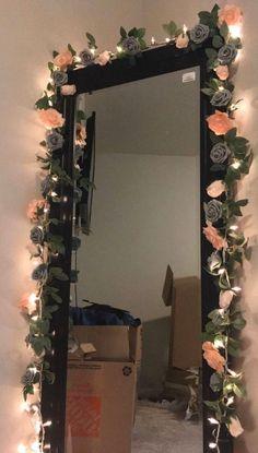 Cute Bedroom Decor, Teen Room Decor, Room Ideas Bedroom, Floral Bedroom Decor, Flower Room Decor, Flower Mirror, Diy Floral Mirror, Pinterest Room Decor, Photowall Ideas