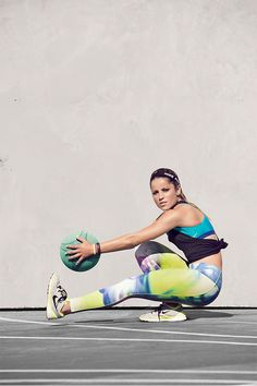 Gear as strong as you are. The right support and fit to conquer any move. Brasilian skateboarder Leticia Bufoni conquers her workout in the Nike Legendary Lava Tight, Elastika 2.0 Tank Top and Free TR Fit 5 training shoe.