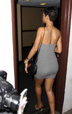 Rihanna+Flips+Switch+Party+Work+PTSh44xkRyZl.jpg 375×594 pixels