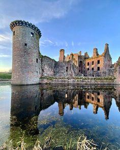 "Scott Pryde az Instagramon: ""Take good caer of yourself... • • • #iphoneonly #visitscotland #loves_scotland #ig_scotland #passionpassport #icu_scotland #lovescotland…"" Scottish Castles, Monument Valley, Celtic, United Kingdom, Scotland, Fantasy, Mansions, House Styles, Travel"