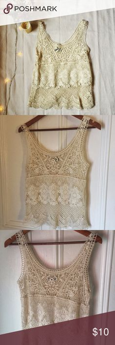 ❄️ American Eagle cream lace top | Host Pick | Delicate and pretty, this is a small/petite size top in great condition. Measurements on request. American Eagle Outfitters Tops