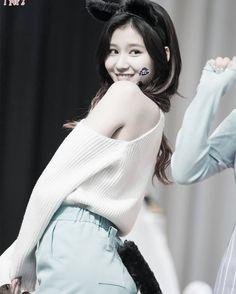 No Sana no life.  - Simone  - - - - - #SANA #Twice #Momo #Jyp #Mina #Tzuyu #Jihyo #Nayeon #Jungyeon #Dahyun #Chaeyoung #트와이스 #사나 #Cheerup #힘내 #l4l