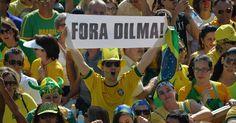 12.abr.2015 - Manifestantes se concentram para protestar contra o PT (Partido dos Trabalhadores) e pedindo o impeachment da presidente Dilma Rousseff no Congresso Nacional, em Brasília, neste domingo (12)