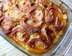 African Roly-Poly Baked Dessert South African Roly-Poly Baked Dessert (around the world party)South African Roly-Poly Baked Dessert (around the world party) South African Desserts, South African Dishes, South African Recipes, Africa Recipes, Flan, No Bake Desserts, Dessert Recipes, Dessert Food, Hot Desserts