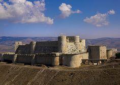 Krak des Chevaliers, Homs, Syria Knights Hospitaller, Knights Templar, Medieval Armor, Medieval Castle, Krak Des Chevaliers, Earth Bag Homes, Crusader Knight, Templer, Fortification