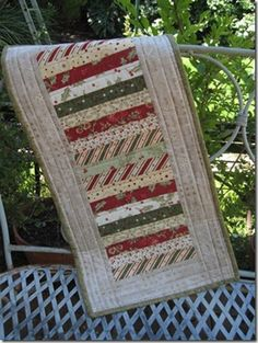 Christmas Stripe Table Runner - great for lots of leftover Christmas quilt fabric Striped Table Runner, Table Runner And Placemats, Table Runner Pattern, Table Runner Tutorial, Patchwork Quilting, Small Quilts, Mini Quilts, Lap Quilts, Christmas Fabric