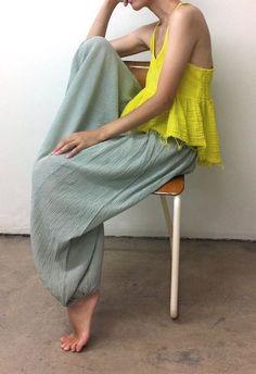 (via Pin by Minako on ファッションアイデア | Pinterest) - beautiful color combo, neon yellow + sea green