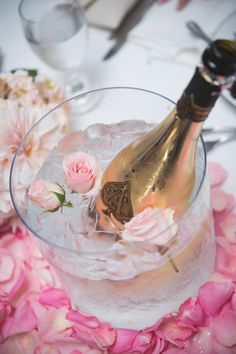 Pretty In Pink Champagne – Bridal Shower Inspiration For The Champagne Loving Bride Champagne Birthday, Champagne Party, Pink Champagne, Champagne Centerpiece, Pink Prosecco, Floral Centrepieces, Champagne Breakfast, Birthday Brunch, Centerpieces