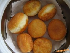 Fantastické šišky mäkkučké aj na druhý deň ak ostanú... | Mimibazar.sk Hamburger, Ale, Muffin, Bread, Cooking, Breakfast, Food, Basket, Kitchen