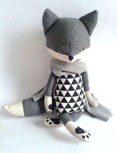 lovely scandi chic contemporary plushie toy design Handmade Stuffed Fox Toy – Etsy Toys – The Enchanted Forest Toys ROBIN the fox. made-to-order. gift for children. kids room decorative fox - Dekorations For HomeRobin likes to travel, wants to se Softies, Fox Toys, Modern Toys, Fabric Toys, Sewing Toys, Baby Sewing, Sewing Clothes, Woodland Animals, Handmade Toys