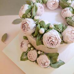 작약으로 가득찬 더플라워 컴퍼니 2단 케이크   제일 애정 하는 핑크 피오니  .  Peony 2 layer cake made with buttercream  #플라워케이크#flowercake#flower#flowerstagram#buttercream #creamflower#フラワーケーキ#Fleur#Gâteau#BungaKue#鲜花蛋糕#เค้กดอกไม้#wiltoncakes#bakingclass#cakedesign#cakeshop#theflowercompny#instacake#koreabuttercream#koreanflowercake#theflowercompny#2단케이크#peonycake#peony