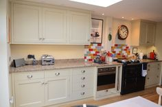 Kitchen base and wall units. Drawers on soft close under mounted runners. Hand painted. Granite worktops.