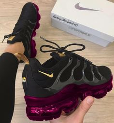 Ideas For Sport Shoes Nike Sneakers Purple Sneakers, Cute Sneakers, Purple Nike Shoes, Sneakers Fashion, Fashion Shoes, Fashion Black, Fashion Dresses, Purple Fashion, Nike Fashion