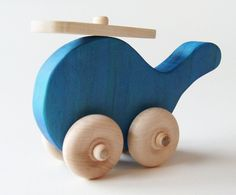 Wooden helicopter- Blue- Waldorf toy, maybe in green? Wooden Projects, Wood Crafts, Woodworking Toys, Woodworking Projects, Making Wooden Toys, Wood Toys Plans, Wooden Car, Waldorf Toys, Diy Toys