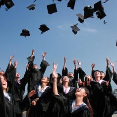 Learn the perfect way to wear a graduation cap and gown? how to wear graduation tassels? Celebrate your graduation day with the perfect outfit. See What side does the tassel go on before and after graduation? Graduation Tassel, College Graduation, Graduate School, Graduation Images, Graduation Speech, Robin Sharma, Work In New Zealand, Student Loan Forgiveness, Dreams