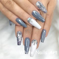 Silver acrylic nails, white and silver nails, silver glitter nails, colored Coffin Nails Long, Long Nails, White And Silver Nails, Silver Glitter, Golden Glitter, Nagel Stamping, Color Changing Nails, Nagellack Trends, Super Nails