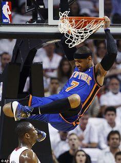 Carmelo Anthony Dunking | New York Knicks forward Carmelo Anthony dunks the ball over Miami Heat ...