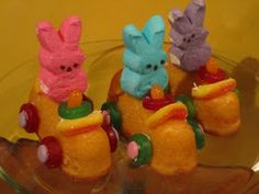 Vroom! Vroom! The Easter bunnies are on their way! These Peep/Twinkie cars are easy to make just a little time consuming - but the end res...