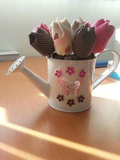 Regador para decoração com tulipas em tecido  <3