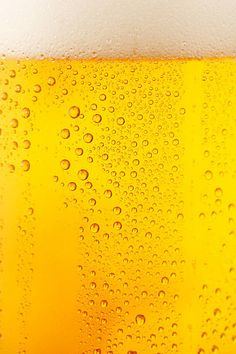 Close up drops of a Ice Cold Pint of Beer- condensation. Ad Design, Flyer Design, S8 Wallpaper, Wallpapers, Beer Background, Cafe Pictures, Pint Of Beer, Drink Photo, Beer Brewing