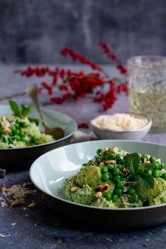 Gnocchi met pesto roomsaus en doperwten - Zonderzooi - Gezonde recepten - Duurzame lifestyle Vegan Dinner Recipes, Veggie Recipes, Healthy Recipes, Healthy Food, Vegan Curry, Vegan Dishes, Palak Paneer, Guacamole, Salads