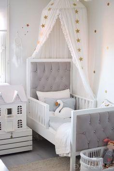 Kids bedroom gender neutral kids room white and gray Baby Girl Bedding, Baby Bedroom, Bedroom Decor, Baby Beds, Girls Bedroom Furniture, Bedroom Lighting, Kids Bedroom Sets, Kids Rooms, Childrens Bedroom