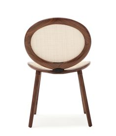 Jonathan. Side chair with back and seat in mesh. Oval structure in solid oak or walnut, linked with a die-cast aluminum joint in black, white or satin aluminum.