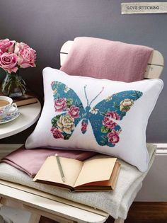 Moje Hand Made – this looks like needlepoint, but why not use a chintz fabric and appliqué the shape? Moje Hand Made – this looks like needlepoint, but why not use a chintz fabric and appliqué the shape? Applique Cushions, Sewing Pillows, Diy Pillows, Decorative Pillows, Throw Pillows, Baby Applique, Butterfly Cushion, Chintz Fabric, Diy Pillow Covers