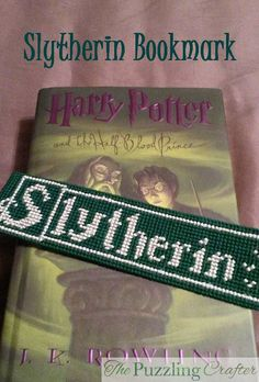 Slytherin Plastic Canvas Bookmark - The Puzzling Crafter Plastic Canvas Books, Plastic Canvas Stitches, Plastic Canvas Tissue Boxes, Plastic Canvas Crafts, Plastic Canvas Patterns, Cross Stitch Harry Potter, Harry Potter Bookmark, Cross Stitch Books, Cross Stitch Bookmarks