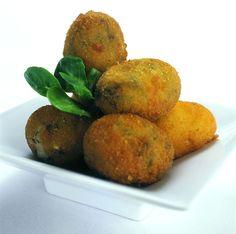 CROQUETAS DE ESPINACAS VEGANAS:  ANY croqueta is absolutely amazing!  Veggie ones too