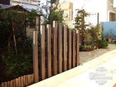 角柱 木製 ウリン材 Front Fence, Exterior, Fence Design, Wisteria, Jacuzzi, Garden Inspiration, Tulips, Herbs, Wood