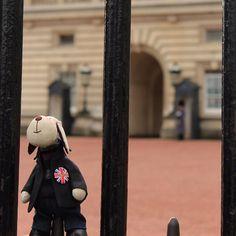 the last one from London - I promise :) #tilda #kukielaki #handmade #кукла #куклы #ручнаяробота #авторскаякукла #куклатекстильная #шитье #hand_made #london #england #backinghampalace #londonlovers by zwierzaki_kukielaki
