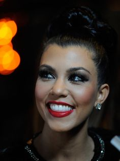 Kourtney Kardashian: Long Lashes, Smokey Eye, And Red Lips. Date Night Make Up!