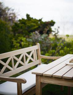 Skagen bench te koop bij Van Haneghem. Informeer via www.vanhaneghem.nl naar maten, prijzen en leveringsvoorwaarden.