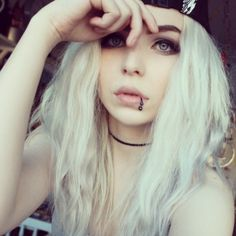 Shared by Find images and videos about hair, grunge and piercing on We Heart It - the app to get lost in what you love. Pelo Color Gris, Soft Grunge Hair, Cute Emo Girls, White Blonde Hair, Gray Hair, Emo Hair, Hipster Hair, Scene Girls, Coloured Hair