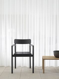 Fredericia – Post Chair by Cecilie Manz Danish Furniture, Scandinavian Furniture, Chair Design, Furniture Design, Simple Aesthetic, Modern Masters, Affordable Furniture, Modern Design, Dining Chairs