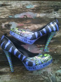 Alice in Wonderland Cheshire cat shoes Cat Shoes, Shoe Boots, Alice In Wonderland Shoes, Wonderland Party, Chesire Cat, Grunge, Shoe Crafts, Diy Crafts, Punk
