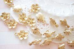 10pcs Gold Sakura / Baby Bird Charm  AZ617 by Candydecoholic on Etsy