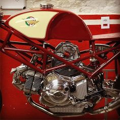 Ducati Motorcycles, Vintage Motorcycles, Custom Motorcycles, Cars And Motorcycles, Classic Motors, Classic Bikes, Ducati Desmo, Ducati Multistrada, Ducati 1000