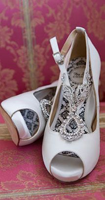 Gatsby-inspired Pre-Nope Shoes by Hey Lady! Fashion Shoes, Girl Fashion, Fashion News, Shoe Gallery, Vintage Shoes, Vintage Dior, Wedding Heels, Dream Shoes, Party Shoes