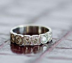Idée et inspiration Bague Diamant :   Image   Description   Art Deco inspired diamond wedding band