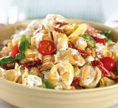 Unser beliebtes Rezept für Tortellonisalat mit Ricottacreme und mehr als 55.000 weitere kostenlose Rezepte auf LECKER.de.