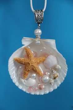 Meerjungfrau Seashell Seestern Rose Cup Muscheln von Luxembears Mermaid Seashell Starfish Rose Cup shells from Luxembears Pin: 474 x 711 Seashell Jewelry, Seashell Art, Seashell Crafts, Beach Crafts, Resin Jewelry, Jewelry Crafts, Handmade Jewelry, Seashell Bathroom, Seashell Ornaments